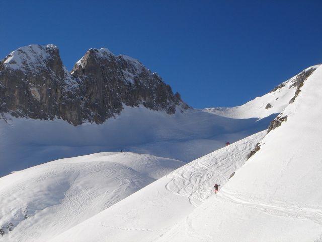 Foto: Manfred Karl / Ski Tour / Hochkarfelderkopf, 2219 m / In der steilen Querung unterhalb der kleinen Karerhebung, im Hintergrund Riffl und Schartenhang / 04.04.2008 22:50:39