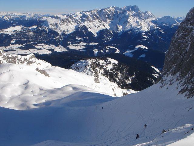Foto: Manfred Karl / Ski Tour / Hochkarfelderkopf, 2219 m / Über den Schartenhang schaut man zum Dachstein / 04.04.2008 22:47:43