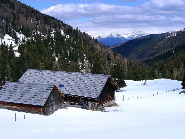 Foto: Andreas Koller / Ski Tour / Vom Bundschuh auf die Schwarzwand (2214 m) / Blick von der Pfarralm in die südlichen Schladminger Tauern / 06.04.2008 23:54:38