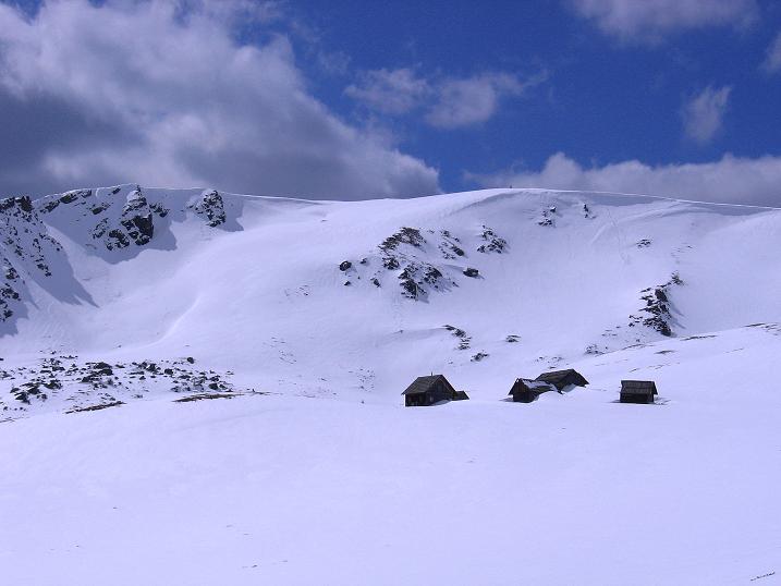 Foto: Andreas Koller / Ski Tour / Vom Bundschuh auf die Schwarzwand (2214 m) / Die Otthütten und die Schwarzwand / 06.04.2008 23:46:39