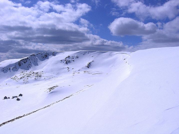 Foto: Andreas Koller / Ski Tour / Vom Bundschuh auf die Schwarzwand (2214 m) / Über die Wechte Blick zur Schwarzwand / 06.04.2008 23:45:21