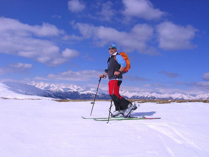 Foto: Andreas Koller / Ski Tour / Vom Bundschuh auf die Schwarzwand (2214 m) / Am Kamm mit Blick in die Schladminger Tauern  / 06.04.2008 23:44:07