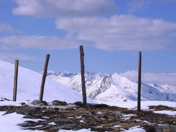 Foto: Andreas Koller / Ski Tour / Vom Bundschuh auf die Schwarzwand (2214 m) / Am Kamm mit Blick in die Hohen Tauern / 06.04.2008 23:40:00