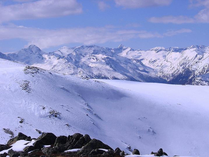 Foto: Andreas Koller / Ski Tour / Vom Bundschuh auf die Schwarzwand (2214 m) / Vom Roten Riegel Blick zu den Hohen Tauern / 06.04.2008 23:37:41