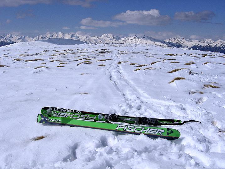 Foto: Andreas Koller / Ski Tour / Vom Bundschuh auf die Schwarzwand (2214 m) / Am Gipfelplateau mit Blick in die Schladminger Tauern im N / 06.04.2008 23:25:21