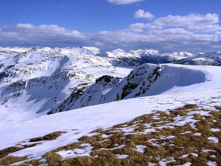 Foto: Andreas Koller / Ski Tour / Vom Bundschuh auf die Schwarzwand (2214 m) / Der südliche Grat der Schwarzwand und der Königsstuhl im Hintergrund (2336 m) / 06.04.2008 23:24:29