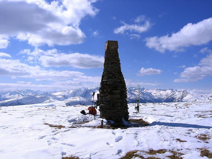 Foto: Andreas Koller / Ski Tour / Vom Bundschuh auf die Schwarzwand (2214 m) / Letzter Blick vom Gipfelsteinmann in die Hohen Tauern / 06.04.2008 23:20:31