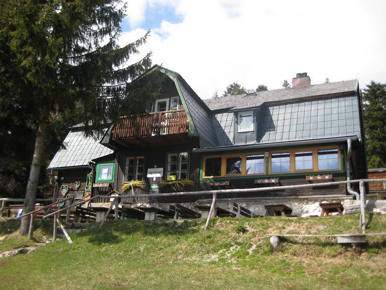 Foto: AbsolutAlpin.at / Klettersteig Tour / Wildenauersteig / Das Hubertushaus / 09.04.2008 13:19:06