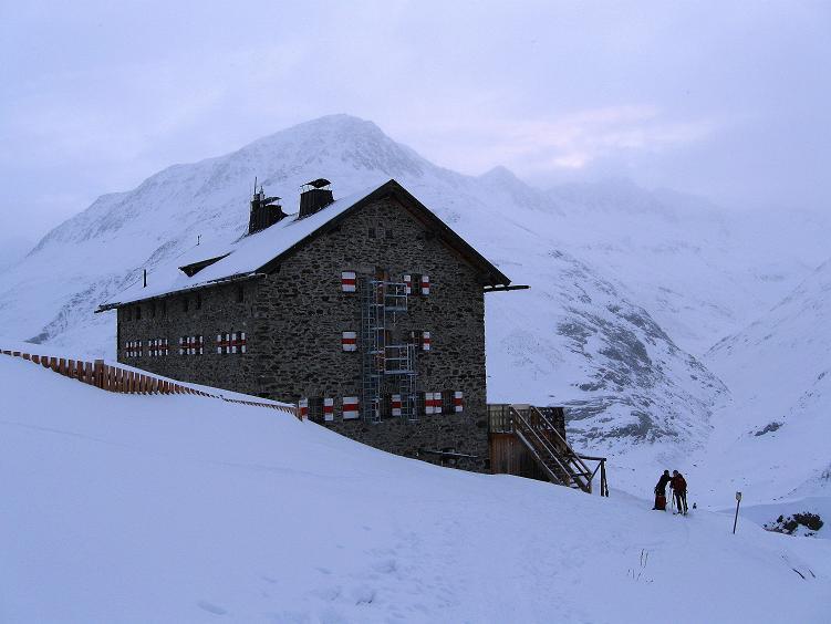 Foto: Andreas Koller / Ski Tour / Hintere Schwärze (3628m) - Topziel der Martin Busch Hütte / Die Martin Busch Hütte am Morgen / 15.04.2008 19:22:32