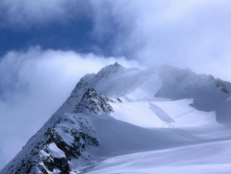 Foto: Andreas Koller / Ski Tour / Hintere Schwärze (3628m) - Topziel der Martin Busch Hütte / Der Gipfelaufbau der Hinteren Schwärze / 15.04.2008 19:19:33