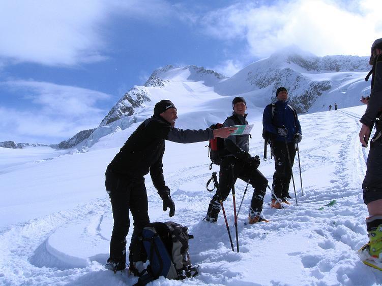 Foto: Andreas Koller / Ski Tour / Hintere Schwärze (3628m) - Topziel der Martin Busch Hütte / Kartenlesen am Marzellferner / 15.04.2008 19:19:14