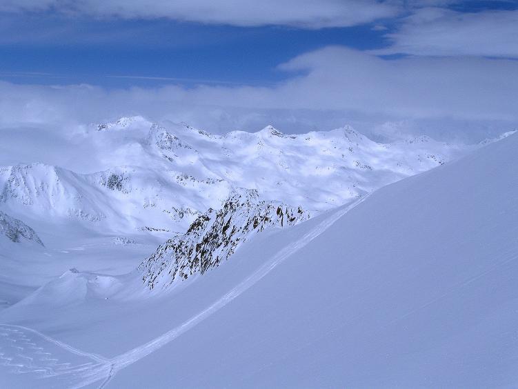 Foto: Andreas Koller / Ski Tour / Hintere Schwärze (3628m) - Topziel der Martin Busch Hütte / Blick aus der steilen Gletscherflanke nach NW / 15.04.2008 19:13:13