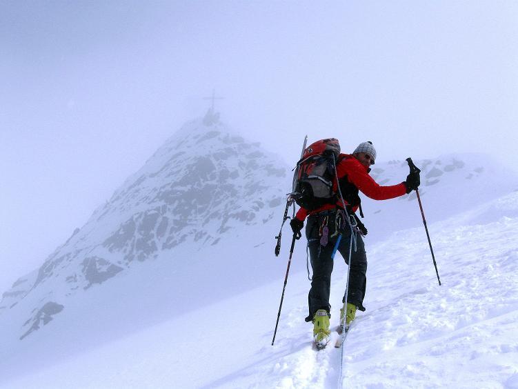 Foto: Andreas Koller / Ski Tour / Hintere Schwärze (3628m) - Topziel der Martin Busch Hütte / Die letzten Meter zum Skidepot / 15.04.2008 19:12:51