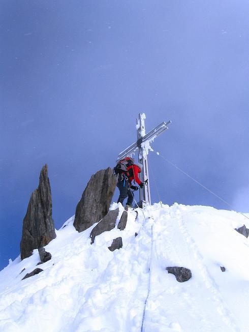 Foto: Andreas Koller / Ski Tour / Hintere Schwärze (3628m) - Topziel der Martin Busch Hütte / Abstieg vom Gipfel / 15.04.2008 19:10:58