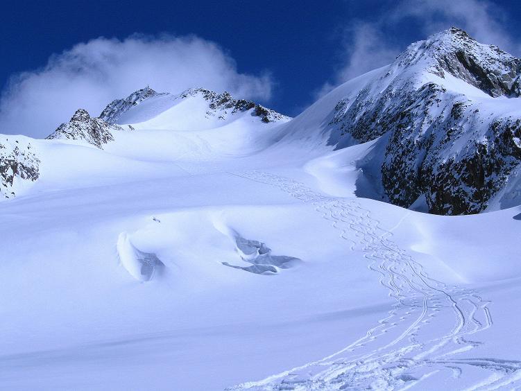 Foto: Andreas Koller / Ski Tour / Hintere Schwärze (3628m) - Topziel der Martin Busch Hütte / Die Hintere Schwärze mit Aufstiegsroute und Abfahrt / 15.04.2008 19:08:48