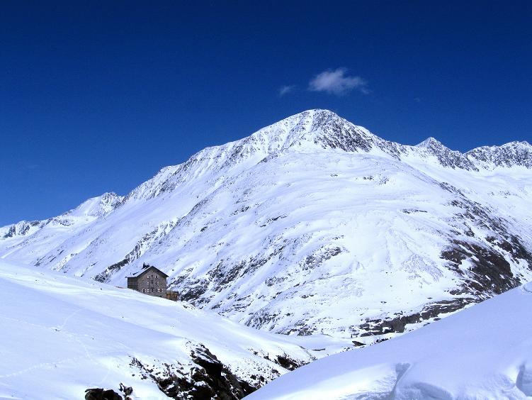 Foto: Andreas Koller / Ski Tour / Hintere Schwärze (3628m) - Topziel der Martin Busch Hütte / Martin Busch Hütte bei der Rückkehr von der Hinteren Schwärze / 15.04.2008 19:08:13