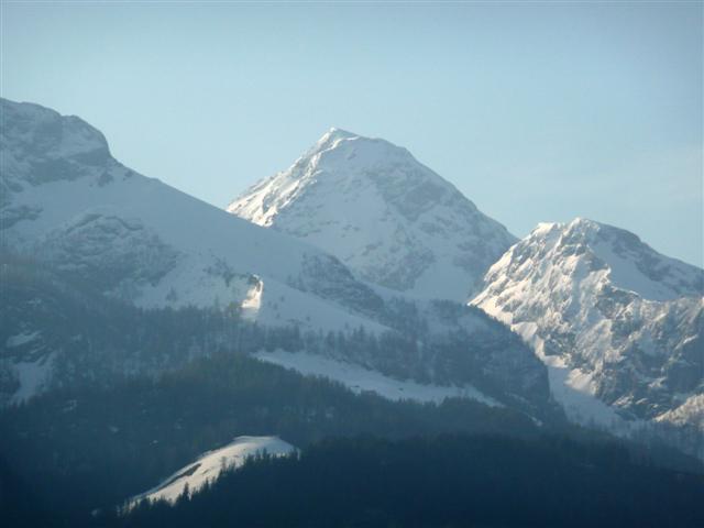 Foto: Manfred Karl / Ski Tour / Kahlersberg (2350m) / Markant erscheint der Kahlersberg, wenn man von Bischofswiesen über das Berchtesgadener Becken blickt. Links die Hohen Roßfelder. / 18.04.2008 23:55:22