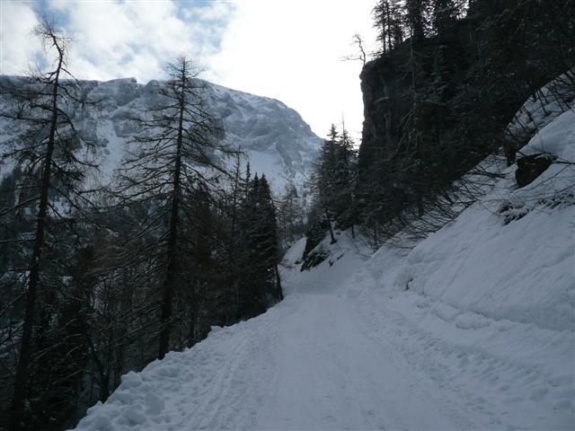 Foto: Manfred Karl / Ski Tour / Kahlersberg (2350m) / Der schmale Hohlweg vor dem Kessel der Mitterkaseralm. / 18.04.2008 23:54:05