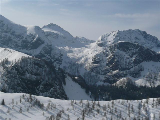Foto: Manfred Karl / Ski Tour / Kahlersberg (2350m) / Windschartenkopf und Fagstein, davor Reinersberg und Rothspielscheibe, dazwischen die Abfahrt durchs Reinersbergtal bzw. übers Reinersbergbrückerl. / 18.04.2008 23:53:04
