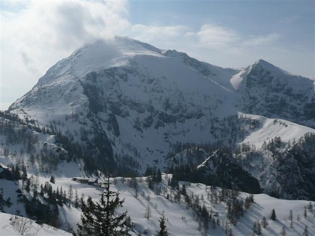 Foto: Manfred Karl / Ski Tour / Kahlersberg (2350m) / Schneibstein mit dem Normalanstieg links im Bild / 18.04.2008 23:51:47