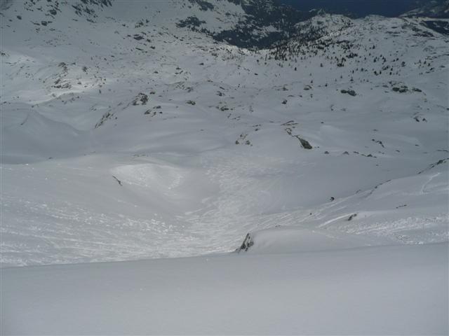 Foto: Manfred Karl / Ski Tour / Kahlersberg (2350m) / Ebenfalls steil, aber nicht felsdurchsetzt. Noch weiter südlich wird es noch flacher. / 18.04.2008 23:42:42