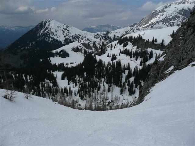 Foto: Manfred Karl / Ski Tour / Kahlersberg (2350m) / Einfahrt in den Steilhang beim Reinersbergbrückerl - im Hintergrund links der Jenner. / 18.04.2008 23:33:48