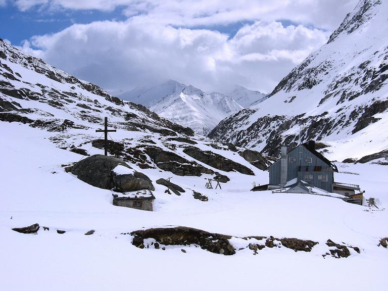 Foto: Andreas Koller / Ski Tour / Haute Route am Venediger (3674 m) / Die Johannishütte im Dorfertal / 21.04.2008 15:22:12