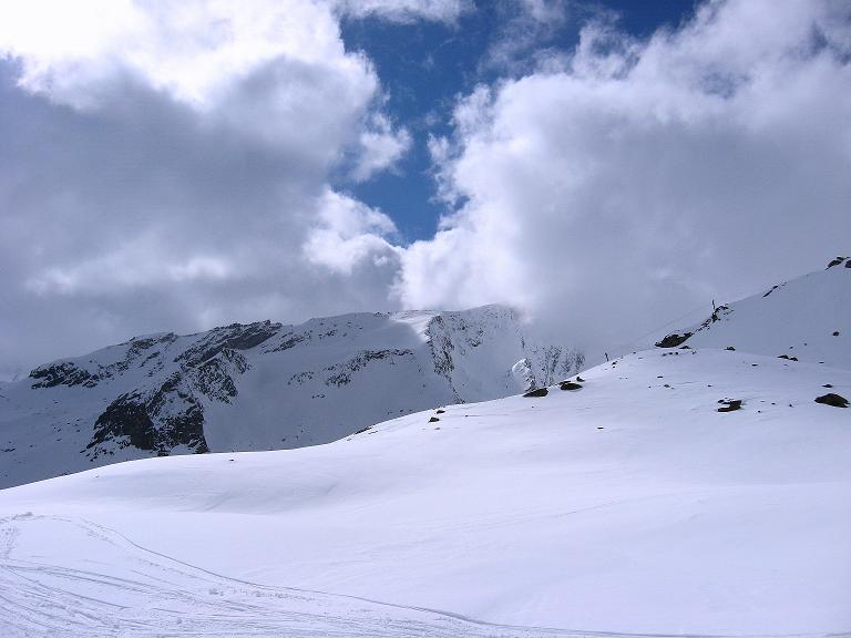 Foto: Andreas Koller / Ski Tour / Haute Route am Venediger (3674 m) / Weites Gelände beim Aufstieg zum Defregger Haus / 21.04.2008 15:21:17