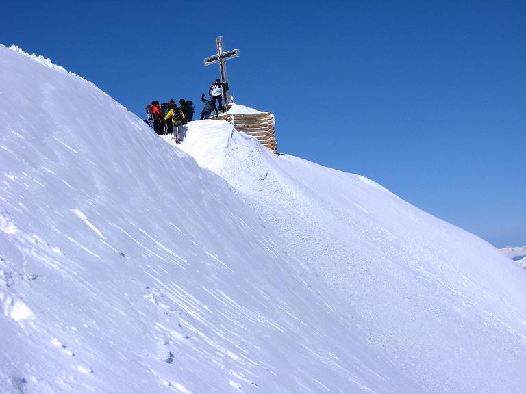 Foto: Andreas Koller / Ski Tour / Haute Route am Venediger (3674 m) / Knapp unterhalb des Gipfelkreuzes zum Skidepot / 21.04.2008 15:10:39