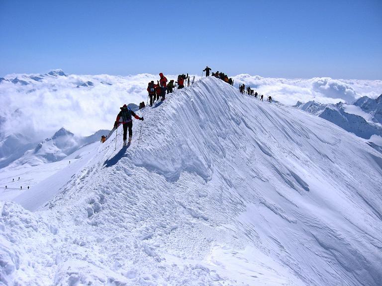 Foto: Andreas Koller / Ski Tour / Haute Route am Venediger (3674 m) / Die letzten Meter führen über einen kurzen Grat / 21.04.2008 15:10:18