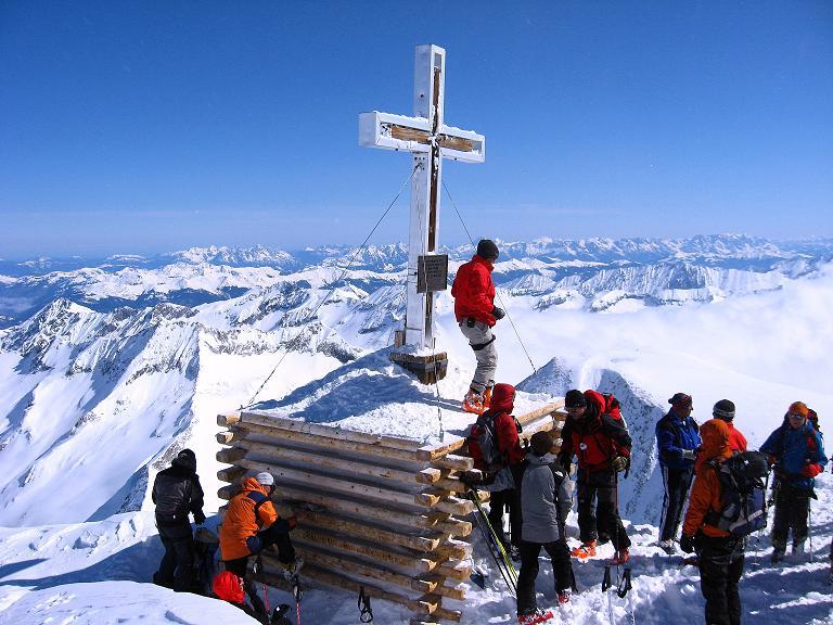 Foto: Andreas Koller / Ski Tour / Haute Route am Venediger (3674 m) / Das Großvenediger-Gipfelkreuz / 21.04.2008 15:09:54