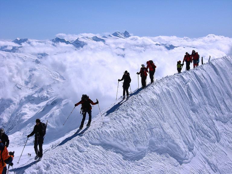 Foto: Andreas Koller / Ski Tour / Haute Route am Venediger (3674 m) / Über den kurzen Grat zum Gipfel des Großvenediger / 21.04.2008 15:09:36