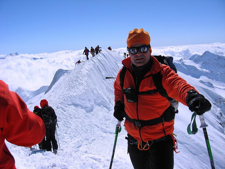 Foto: Andreas Koller / Ski Tour / Haute Route am Venediger (3674 m) / Vom Gipfel Blick zum kurzen Firngrat / 21.04.2008 15:08:39
