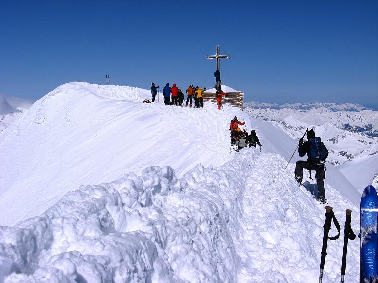 Foto: Andreas Koller / Ski Tour / Haute Route am Venediger (3674 m) / Ein letzter Blick auf den Venediger-Gipfel / 21.04.2008 15:08:18