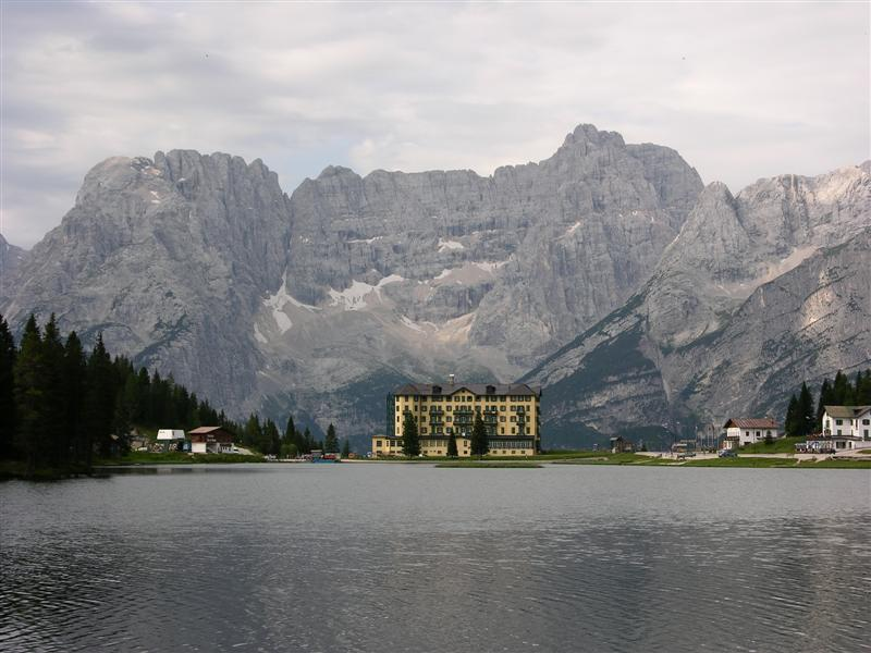 Foto: Bernhard Berger / Rad Tour / Mit dem Rennrad rund um die Sextener Dolomiten / Lago Misurina mit Punta Sorapis (3205m) / 22.04.2008 16:18:21