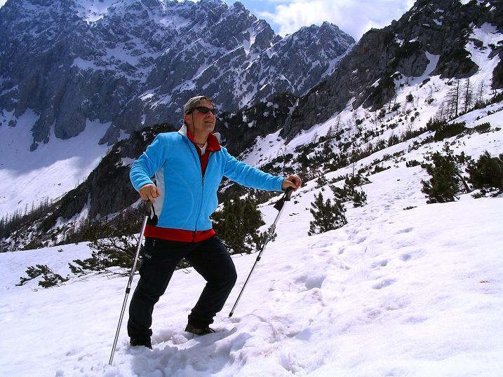 Foto: Andreas Koller / Wander Tour / Durch die Nordwandrinne auf den Geißberg / Kosiak (2024m) / Im Kar vor der grandiosen Kulisse der Vertatscha / 06.05.2008 01:01:42