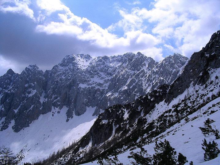Foto: Andreas Koller / Wander Tour / Durch die Nordwandrinne auf den Geißberg / Kosiak (2024m) / In aller Pracht präsentiert sich die Vertatscha (2181 m) / 06.05.2008 01:01:18