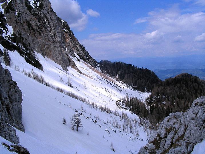 Foto: Andreas Koller / Wander Tour / Durch die Nordwandrinne auf den Geißberg / Kosiak (2024m) / Blick aus der Rinne nach W / 06.05.2008 00:59:46