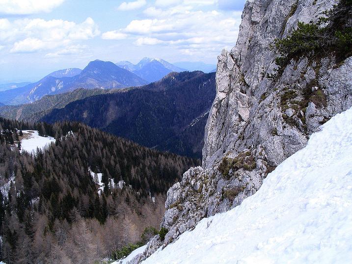 Foto: Andreas Koller / Wander Tour / Durch die Nordwandrinne auf den Geißberg / Kosiak (2024m) / Blick aus der Rinne nach O / 06.05.2008 00:58:38