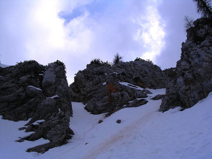 Foto: Andreas Koller / Wander Tour / Durch die Nordwandrinne auf den Geißberg / Kosiak (2024m) / Der oberste Teil der Rinne, die durch die Camera-Perspektive zu flach aussieht / 06.05.2008 00:57:58