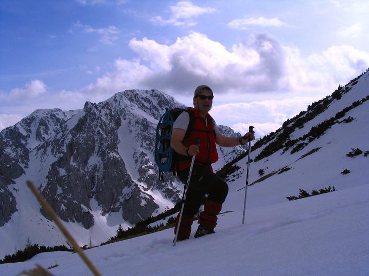 Foto: Andreas Koller / Wander Tour / Durch die Nordwandrinne auf den Geißberg / Kosiak (2024m) / Kurz unterhalb der O-Flanke mit Blick auf den Hochstuhl (2237 m).  / 06.05.2008 00:56:16