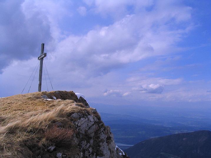 Foto: Andreas Koller / Wander Tour / Durch die Nordwandrinne auf den Geißberg / Kosiak (2024m) / Der Gipfel mit Wörther See / 06.05.2008 00:50:52