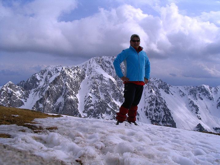 Foto: Andreas Koller / Wander Tour / Durch die Nordwandrinne auf den Geißberg / Kosiak (2024m) / Am Gipfel; gegenüber liegt der Hochstuhl (2237 m) / 06.05.2008 00:46:34