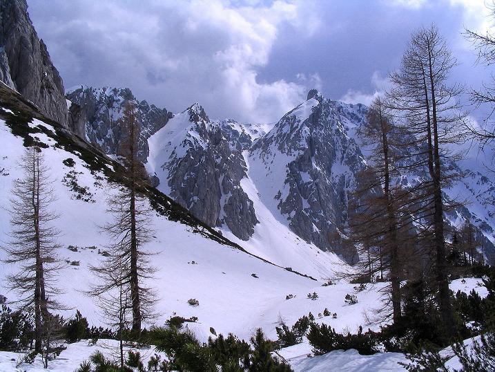 Foto: Andreas Koller / Wander Tour / Durch die Nordwandrinne auf den Geißberg / Kosiak (2024m) / Blick auf die Klagenfurter Spitze / 06.05.2008 00:42:58