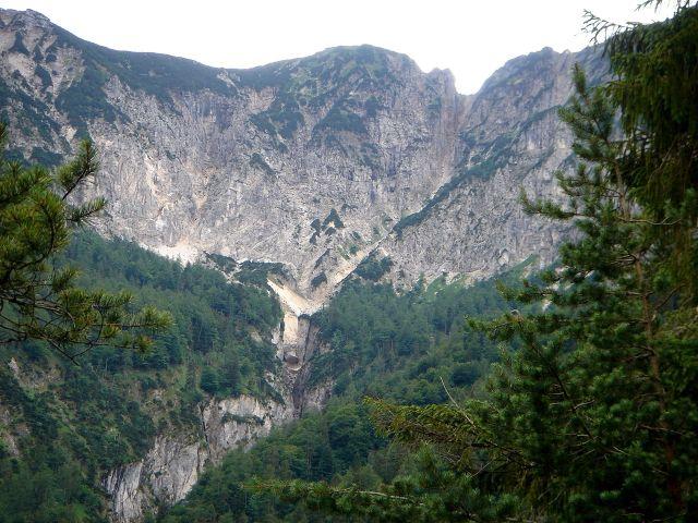 Foto: Manfred Karl / Wander Tour / Dötzenkopf, 1001 m / Alpgartenrinne - im Winter eine anspruchsvolle Schiabfahrt im Hauptkamm des Lattengebirges. / 06.05.2008 20:39:11