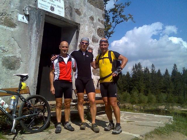 Foto: Jürgen Lindlbauer / Mountainbike Tour / Von Ottensheim auf die Giselawarte / von links: Gerhard, Jürgen und Gerald / 06.05.2008 21:19:26