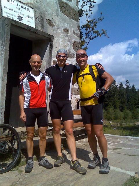 Foto: Jürgen Lindlbauer / Mountainbike Tour / Von Ottensheim auf die Giselawarte / Am höchsten Punkt, die GIS (926 üMh) / 06.05.2008 21:18:38