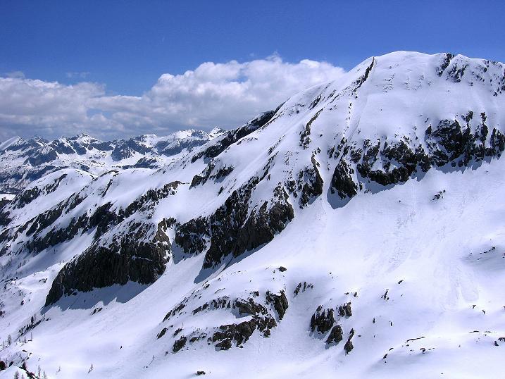 Foto: Andreas Koller / Wander Tour / Vom Zauchensee auf den Gamskogel (2186m) / Blick nach S auf die Steinfeldspitze (2344 m) und die Berge über dem Radstädter Tauern / 16.05.2008 01:40:30