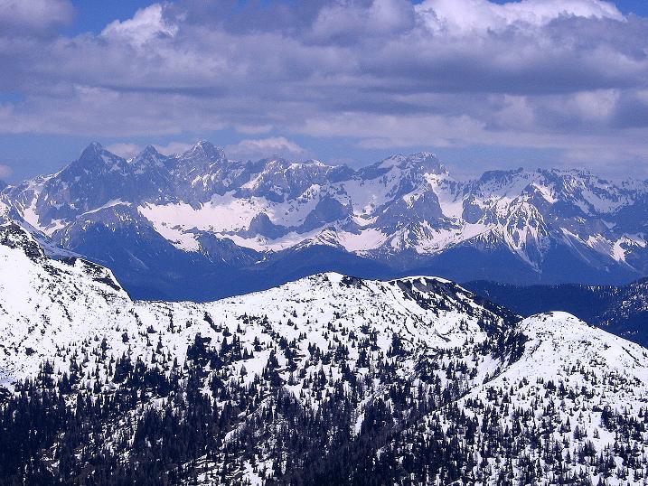 Foto: Andreas Koller / Wander Tour / Vom Zauchensee auf den Gamskogel (2186m) / Im NO grüßt der Dachstein (2996 m) / 16.05.2008 01:39:34