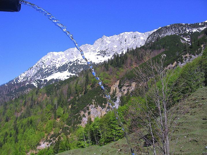 Foto: Andreas Koller / Wander Tour / Von Scheffau in das Schneekar (2121m) / Blick von der Wegscheid Hochalm auf den Scheffauer (2113 m) / 16.05.2008 02:26:00